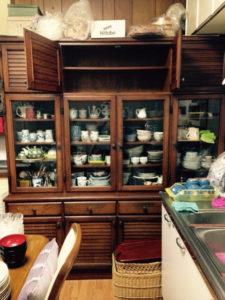 実家の食器棚